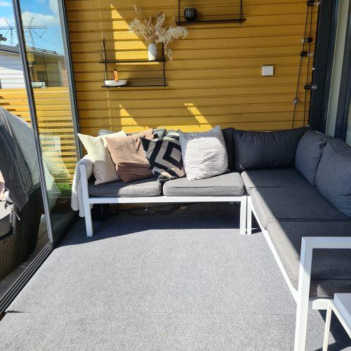termomatto ja sohva terassilla