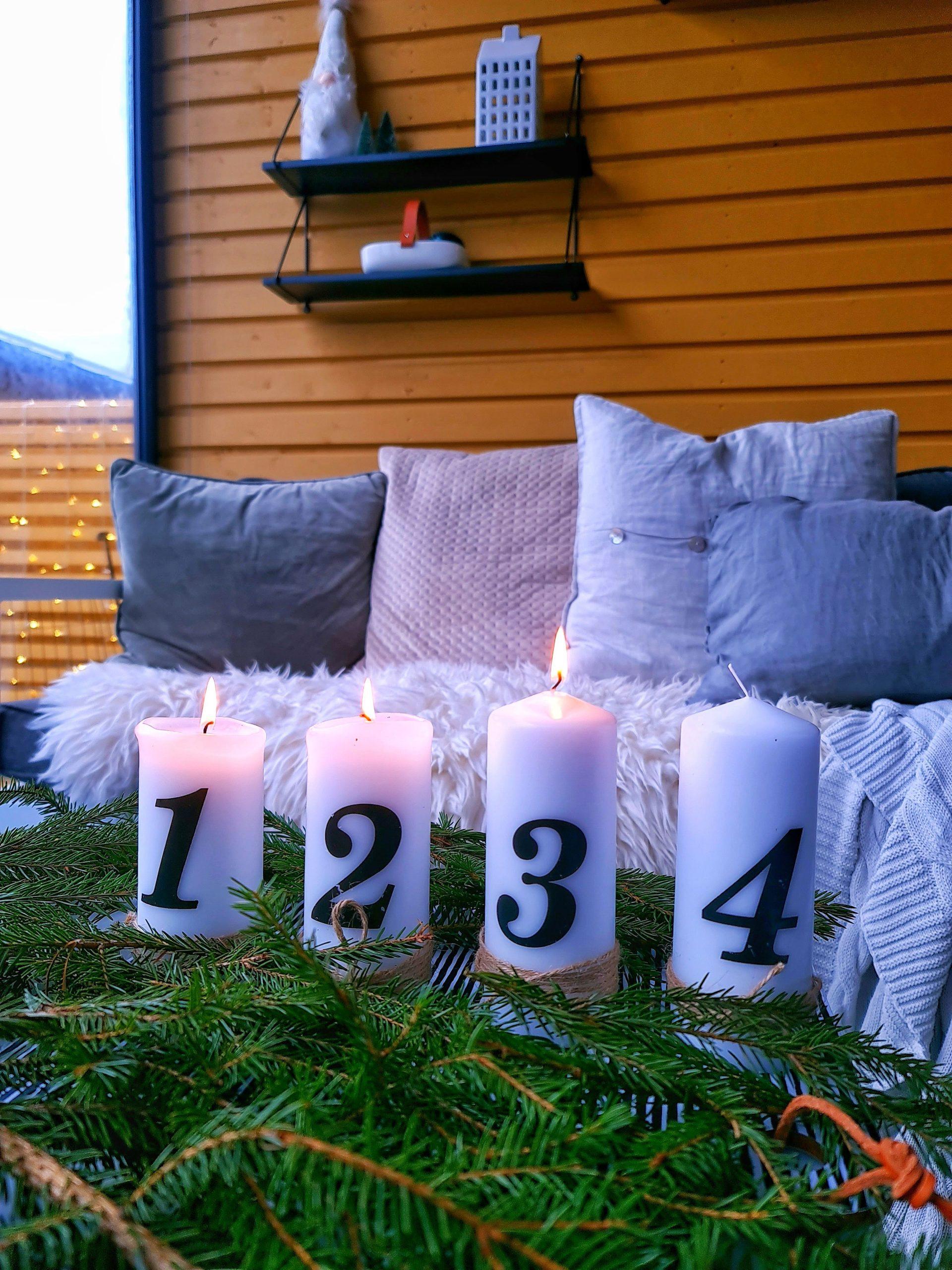 kynttilöitä ja tyynyjä ja termomatto terassilla